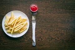 οι τηγανιτές πατάτες καλύ&p Στοκ φωτογραφία με δικαίωμα ελεύθερης χρήσης