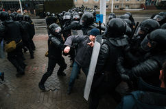 Οι της Λευκορωσίας λαοί συμμετέχουν στη διαμαρτυρία ενάντια στο διάταγμα 3 στο Μινσκ Στοκ εικόνα με δικαίωμα ελεύθερης χρήσης