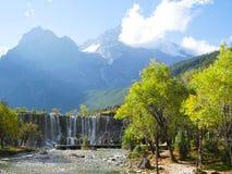 Οι τουρίστες απολαμβάνουν τις φωτογραφίες στην μπλε κοιλάδα φεγγαριών στοκ εικόνα