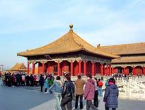 Οι τουρίστες επισκέπτονται την απαγορευμένη πόλη στο Πεκίνο στοκ εικόνες