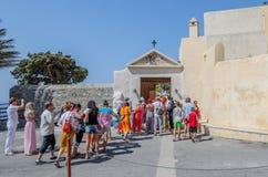 Οι τουρίστες επισκέπτονται το ορθόδοξο μοναστήρι Moni Preveli Στοκ εικόνα με δικαίωμα ελεύθερης χρήσης