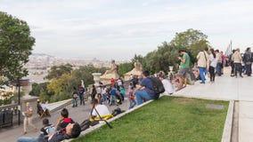 Οι τουρίστες θαυμάζουν τη Βαρκελώνη Στοκ φωτογραφία με δικαίωμα ελεύθερης χρήσης