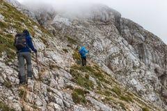 Οι τουρίστες κατακτούν Triglav, Σλοβενία στοκ φωτογραφία με δικαίωμα ελεύθερης χρήσης