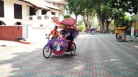 Οι τουρίστες οδηγούν σε Trishaw στοκ εικόνες με δικαίωμα ελεύθερης χρήσης