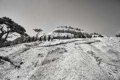 Οι τουρίστες περιμένουν στη σειρά για να αναρριχηθούν στο βουνό Huashan Στοκ φωτογραφίες με δικαίωμα ελεύθερης χρήσης