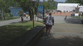 Οι τουρίστες στην άποψη δείχνουν Promthep φιλμ μικρού μήκους