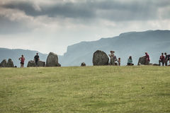 Οι τουρίστες στην πέτρα Castlerigg περιβάλλουν Στοκ Φωτογραφίες