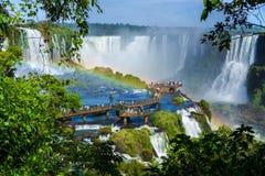Οι τουρίστες στις πτώσεις Iguazu, Foz κάνουν Iguacu, Βραζιλία Στοκ φωτογραφίες με δικαίωμα ελεύθερης χρήσης