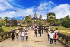 Οι τουρίστες στο ναό Angkor Wat σε Siem συγκεντρώνουν, Καμπότζη Στοκ Εικόνες