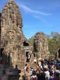 Οι τουρίστες στο ναό Bayon, αρχαιολογικό πάρκο Angkor, Siem συγκεντρώνουν την επαρχία, Καμπότζη Στοκ φωτογραφίες με δικαίωμα ελεύθερης χρήσης