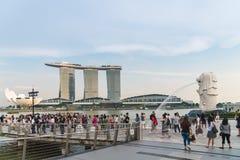 Οι τουρίστες στο merlion σταθμεύουν στη Σιγκαπούρη στοκ φωτογραφίες με δικαίωμα ελεύθερης χρήσης