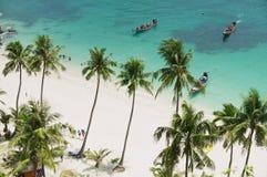 Οι τουρίστες φθάνουν στην εθνική παραλία πάρκων λουριών ANG της MU Ko, Koh Samui, Ταϊλάνδη Στοκ φωτογραφία με δικαίωμα ελεύθερης χρήσης