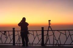 Οι τουρίστες φωτογραφίζουν την ανατολή Στοκ Εικόνα