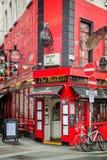 Οι τραπεζίτες, ένα παραδοσιακό μπαρ κοντά στο φραγμό ναών, στο Δουβλίνο Ιρλανδία στοκ εικόνες