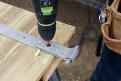 οι τραχιές στρογγυλές διαδρομές κούτσουρων εφαρμογής ξυλουργών λειτουργούν στοκ φωτογραφίες