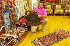 Οι τσάντες σελών καμηλών παλαιό σε bazaar Antalya Στοκ Φωτογραφία