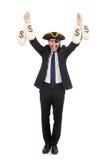 Οι τσάντες χρημάτων εκμετάλλευσης επιχειρηματιών πειρατών που απομονώνονται στο λευκό στοκ φωτογραφίες