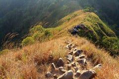 Οι τυχοδιώκτες θέλησαν να αναρριχηθούν σε αυτό το βουνό στην Ταϊλάνδη Στοκ φωτογραφία με δικαίωμα ελεύθερης χρήσης