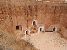 Οι υπόγειες σπηλιές τρωγλοδυτών του Berbers στη Σαχάρα εγκαταλείπουν, Matmata, Τυνησία, Αφρική, μια σαφή ημέρα στοκ φωτογραφία με δικαίωμα ελεύθερης χρήσης