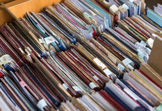 Οι φάκελλοι αρχείων σε ένα εικονίδιο του διαχειρηστή αρχείων, κατάλογος καρτών σε μια βιβλιοθήκη, κλείνουν Στοκ φωτογραφίες με δικαίωμα ελεύθερης χρήσης