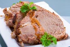 Οι φέτες του σπιτικού roast χοιρινού κρέατος κλείνουν επάνω Στοκ φωτογραφία με δικαίωμα ελεύθερης χρήσης