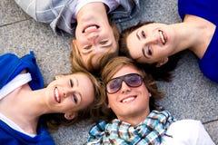 οι φίλοι ομαδοποιούν Στοκ φωτογραφία με δικαίωμα ελεύθερης χρήσης