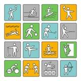 οι φορείς εικονιδίων ποδοσφαίρου σφαιρών σκιαγραφούν τον αθλητισμό δύο Σύνολο γραμμικού σημαδιού Διανυσματικοί αθλητές μορφών ελεύθερη απεικόνιση δικαιώματος