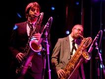 Οι φορείς Saxophone του Limboos (ρυθμός και ζώνη μπλε) αποδίδουν στον τόπο συναντήσεως Apolo Στοκ φωτογραφία με δικαίωμα ελεύθερης χρήσης