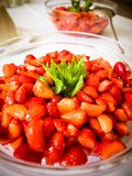 Οι φράουλες στο κύπελλο γυαλιού Στοκ φωτογραφίες με δικαίωμα ελεύθερης χρήσης
