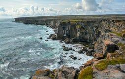 Οι φυσικοί απότομοι βράχοι Inishmore, νησιά Aran, Ιρλανδία Στοκ φωτογραφία με δικαίωμα ελεύθερης χρήσης