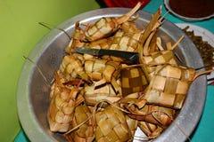 Οι φωτογραφίες των τροφίμων Ketupat, ένας τύπος χαρακτηριστικών τροφίμων εξυπηρέτησαν κατά τη διάρκεια των εορτασμών Eid στοκ φωτογραφίες