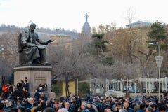 Οι χιλιάδες διαμαρτύρονται στην Αρμενία ενάντια στις επανεκλεγμένες δημόσιες σχέσεις Στοκ φωτογραφία με δικαίωμα ελεύθερης χρήσης