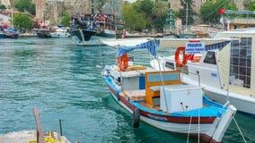 Οι χορεύοντας βάρκες σε Antalya απόθεμα βίντεο