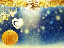 Οι χρυσές μπλε κίτρινες διακοσμήσεις αστεριών χιονιού σφαιρών ελαφιών καρδιών Χριστουγέννων υποβάθρου θολώνουν το νέο έτος απεικό Στοκ εικόνα με δικαίωμα ελεύθερης χρήσης