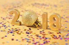 οι χρυσοί αριθμοί έτους του 2018 και το κομφετί Στοκ φωτογραφία με δικαίωμα ελεύθερης χρήσης