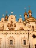 Οι χρυσοί θόλοι είναι ένα εμπορικό σήμα Kyiv - της Ουκρανίας - KYIV ή ΚΊΕΒΟ στοκ εικόνες