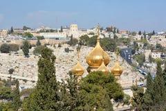 Οι χρυσοί θόλοι της εκκλησίας αφιερώνονται στη Mary Magdalene στοκ εικόνα