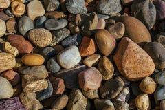 Οι χρωματισμένες πέτρες του μέσου μεγέθους για το υπόβαθρο Στοκ Φωτογραφίες
