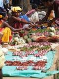Οι χωρικοί πωλούν τα λαχανικά Στοκ Φωτογραφία