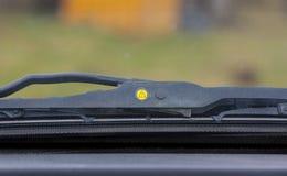 Οι ψήκτρες ανεμοφρακτών μέσα στο αυτοκίνητο, ο δείκτης δείχνουν ότι αυτό χρόνος ` s να αλλάξει Στοκ φωτογραφία με δικαίωμα ελεύθερης χρήσης