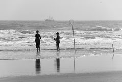οι ψαράδες κάνουν σερφ τ&iot στοκ φωτογραφία με δικαίωμα ελεύθερης χρήσης