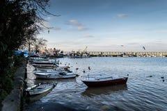 Οι ψαράδες προφυλάσσουν στην παλαιά μαρίνα - Τουρκία Στοκ εικόνες με δικαίωμα ελεύθερης χρήσης