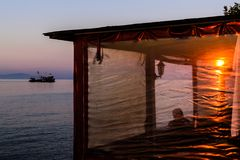 Οι ψαράδες προφυλάσσουν στην παλαιά μαρίνα Στοκ φωτογραφίες με δικαίωμα ελεύθερης χρήσης
