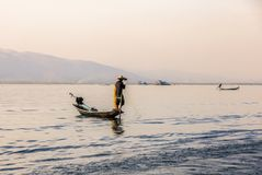 Οι ψαράδες στη λίμνη Inle στο Μιανμάρ στοκ φωτογραφία με δικαίωμα ελεύθερης χρήσης