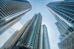 Οι ψηλοί ουρανοξύστες μαρινών του Ντουμπάι στα Ε.Α.Ε. Στοκ εικόνα με δικαίωμα ελεύθερης χρήσης