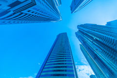 Οι ψηλοί ουρανοξύστες μαρινών του Ντουμπάι στα Ε.Α.Ε. Στοκ Εικόνες