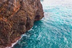 Οι ωκεάνιοι απότομοι βράχοι Ατλαντικός τοπίων ταξιδιού φύσης εξερευνούν τον κόσμο Στοκ φωτογραφία με δικαίωμα ελεύθερης χρήσης