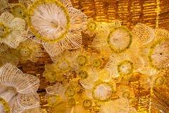Οι όμορφες αψίδες λουλουδιών σε ` ανθίζουν για τη δραστηριότητα πατέρων ` προκειμένου να γνωρίζουν το βασιλιά Bhumibol Adulyadej  στοκ εικόνες