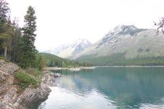 Οι όμορφες λίμνες εσείς θα πέσουν ερωτευμένες με στοκ εικόνα