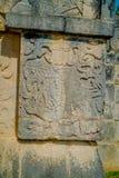 Οι όμορφες χαρασμένες μορφές στο βράχο εισάγονται του Chichen Itza, μια από τις επισκεμμένες αρχαιολογικές περιοχές στο Μεξικό Στοκ Εικόνες